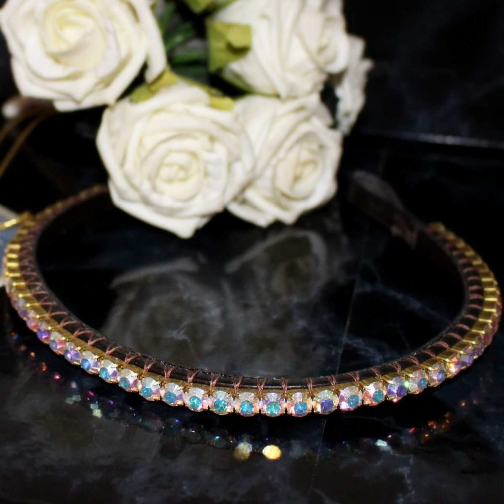 This elegant browband is so beautiful featuring a single row of stunning iridescent crystals handmade from our Pixie range of dainty, elegant crystal browbands.